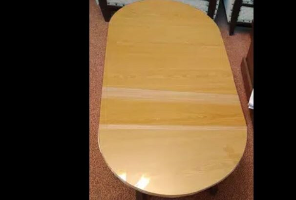 Center table oval shape in dwaring room