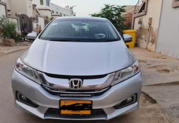 2019 – 108,000 km Honda Grace Hybrid
