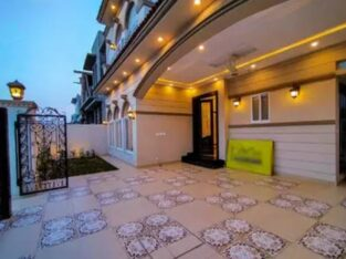10 Marla Luxurious Bungalow For Sale in lahore