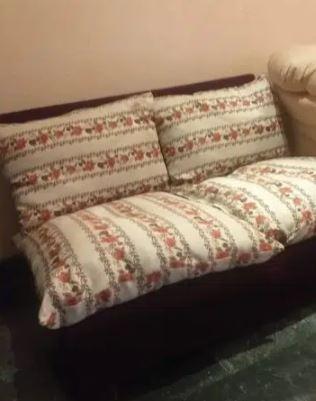 Table+ 2 sofas
