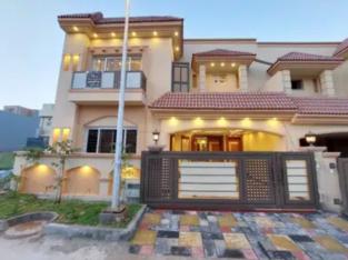 Double unit premier quality 7 Marla house for sale